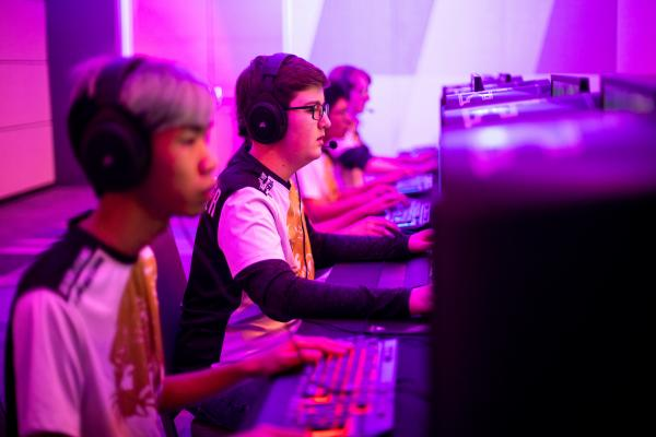 A group of students play in esports tournament.